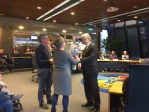Hans en Irene de Graaf met burgemeester Jos Penninx